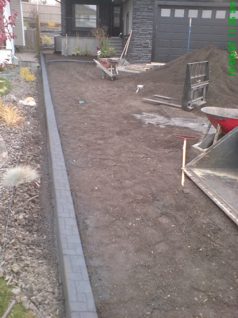 rocks one side, grass on the right. I prefer the pleasant look of a gentle wave in these cases, but neighbours need to cooperate for that to happen . Here we did a straight border.