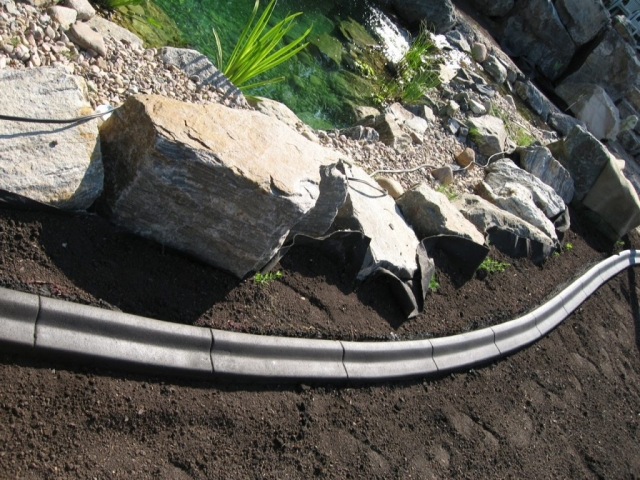 curb around water feature