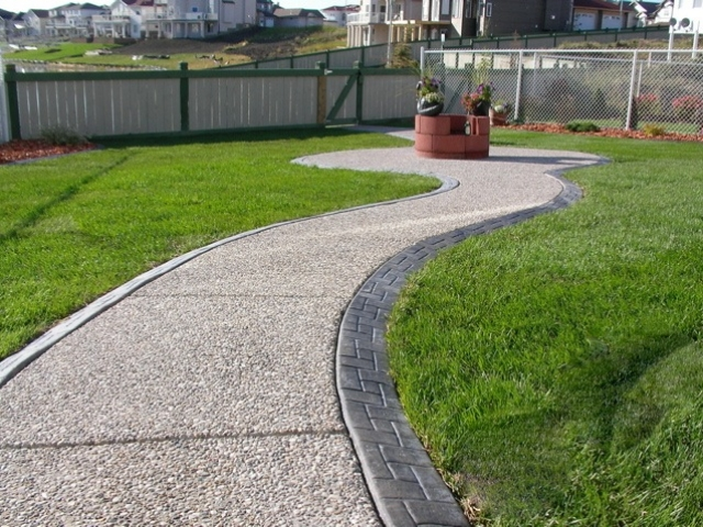 curb was poured then filled with exposed aggregate  no forms needed