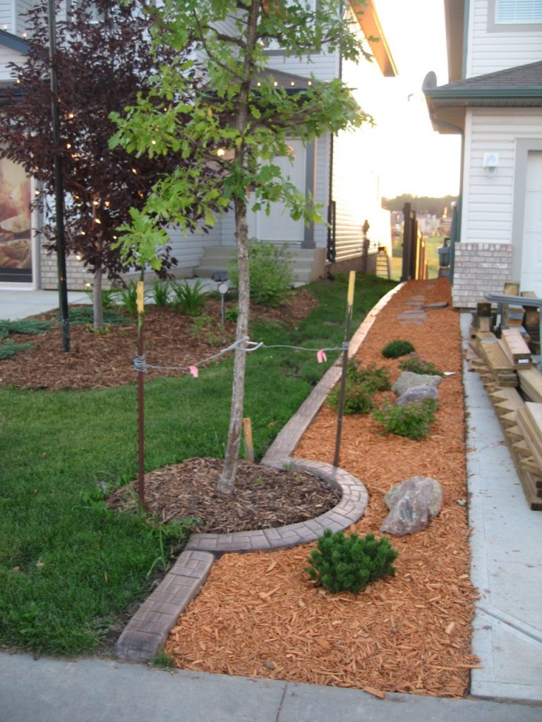 Straight property line curb